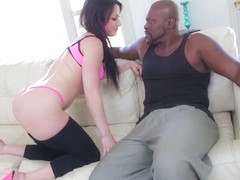 Porn babe Jennifer White shows her ass and gets fuck